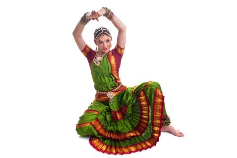 Cursos de baile de bollywood y hatha yoga en casa asia fundaci n consejo espa a india - Clases de yoga en casa ...